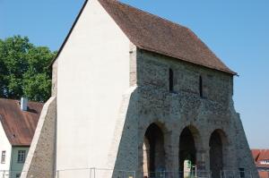 Rekonstruktion einer Giebelwand aus Klinkermauerwerk im Kloster Lorsch